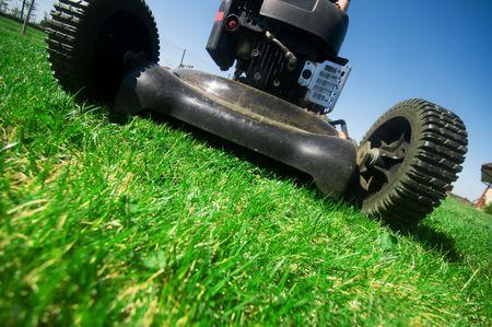 gras maaien: De grasmaaier. Tuinieren serie Stockfoto