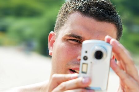 techie: Man taking picture on holidays on the beach