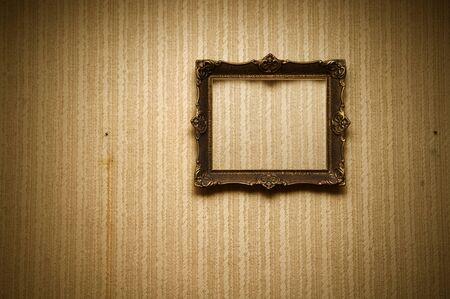 Baroque picture frame: Old ornement�es frame sur le mur de grunge r�tro Banque d'images