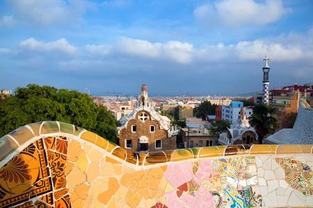 Barcelona: Bâtiment dans le Parc Guell, vue sur Barcelone, Espagne