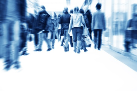 sokaság: Az emberek a rohanás a bevásárlóközpontban. Absztrakt blur mozgás