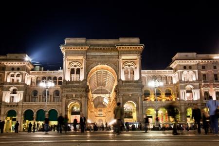 밀라노: 밀라노의 두오모 광장 (Piazza del Duomo)에서 비토리오 에마누엘레 II 갤러리. 롬바르디아, 이탈리아. 에디토리얼
