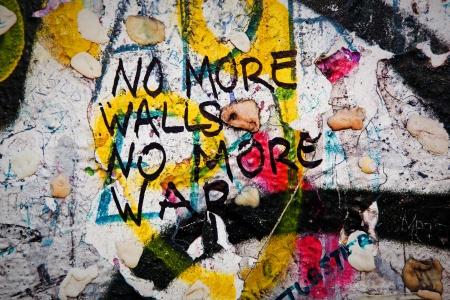 Een deel van Berlijnse Muur met graffiti grunge. Potsdamer Platz, Berlijn, Duitsland Redactioneel