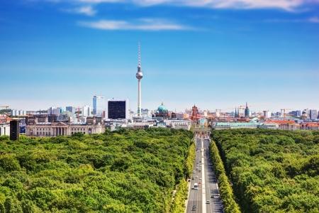Berlijn panorama. Bovenaanzicht op Television Tower, Berlijn Catherdral, Brandenburger Tor en de Reichstag. Uitzicht vanaf de Siegessäule Stockfoto