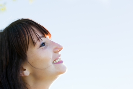 expectations: Young pretty woman looking at the sunny sky and smiling  Natural happiness and fun  Stock Photo