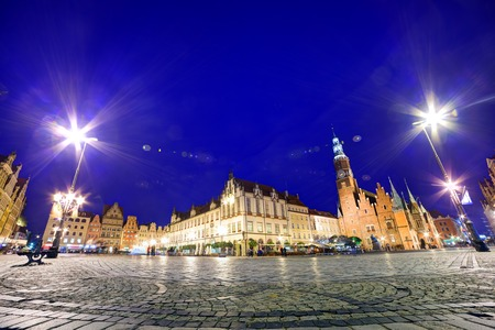 polska monument: Wroclaw, Poland. Historical market square and the Town Hall. Silesia region.