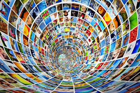 Tunnel van media, afbeeldingen, foto's Tv, multimedia broadcast, streaming Alle foto's zijn van mij Concepten van televisie, adverstising, internet, entertainment