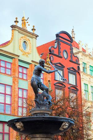 neptuno: Estatua Naptune y fuente en Gdansk, Polonia. También conocido como Danzing y la ciudad de ámbar. Calle Dlugi Targ.