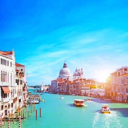 ヴェネツィア、大運河、晴れた日に敬礼。