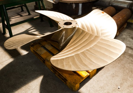 construction navale: Lourd �l�ment de construction navale industrielle en atelier. Industrie, la production navale.