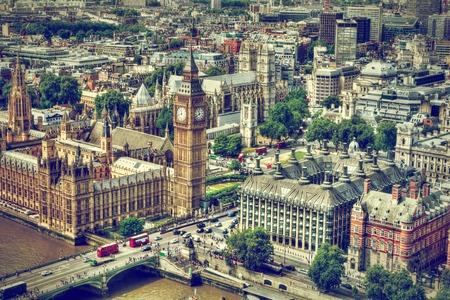 cenital: Big Ben, Westminster Bridge en el río Támesis en Londres, Reino Unido. Símbolo Inglés. Vista aérea