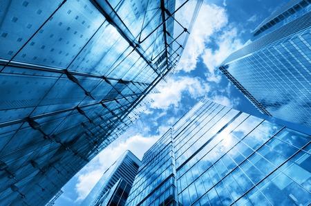 Moderne Business-Wolkenkratzer, Hochhäuser, Architektur, die zum Himmel, Sonne. Konzepte der Finanz, Wirtschaft, Zukunft, etc.