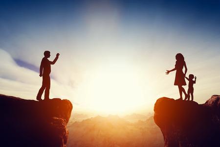 divorcio: Problema familiar, cuestiones concepto. Padre dejando a su hijo y esposa. El divorcio, la separación. Foto de archivo