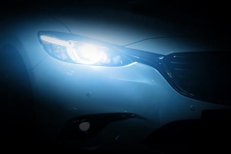 Moderne Luxus-Auto close-up Hintergrund. Konzept der teuren, Autosport.