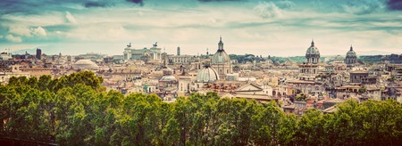 イタリア、ローマの古代都市のパノラマ。サンタンジェロ城から見た。ヴィンテージ 写真素材