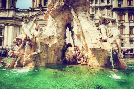 fontana: Piazza Navona, Rome, Italy. Fountain of the four Rivers on sunny day