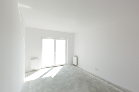 concrete floor: Empty new apartment room for interior arrangement. Light from the window, white walls, concrete floor