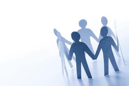 cadenas: La gente de papel que se unen en círculo. Equipo, trabajo en equipo de negocios, el concepto de conexión global.