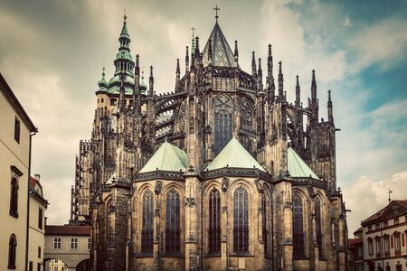 praha: St. Vitus Cathedral, Prague, Czech Republic. Wide angle perspective. Vintage Stock Photo