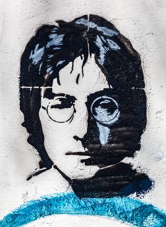 PRAG, Tschechische Republik - 29. April, 2016: John Lennon Wall, Portrait. Die Mauer ist mit Lennon gefüllt wurde inspiriert Graffiti und Texte von Beatles-Songs seit der 1980er Jahre als Reizung des Kommunismus Editorial
