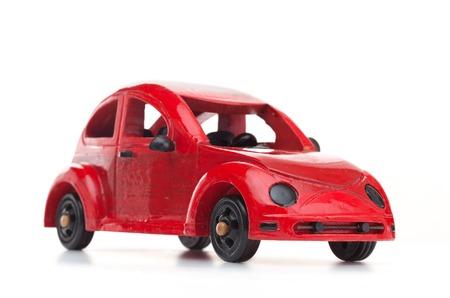 juguetes antiguos: Retro rojo coche de juguete de madera aislado en el fondo blanco. concepto del recorrido Foto de archivo