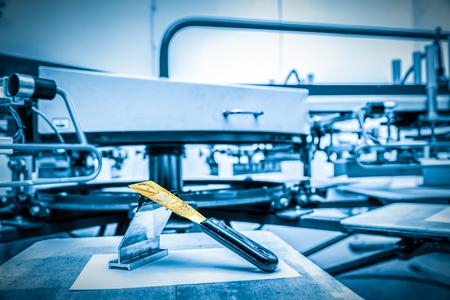 Print screening metal machine. Industrial printer. Print manufacture. Banque d'images