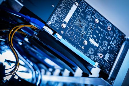クローズ アップ ショットの Bitcoin マイニング デバイス。IT 業界。Cryptocurrency ビジネス。