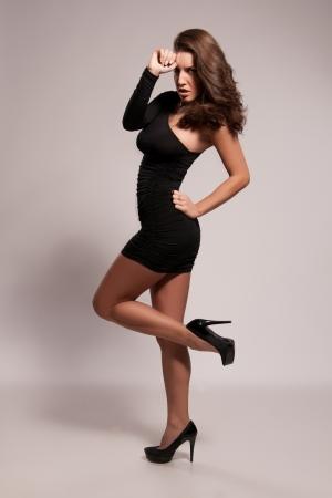 busty: Fashion portret van strikte en aantrekkelijke vrouwelijke Stockfoto