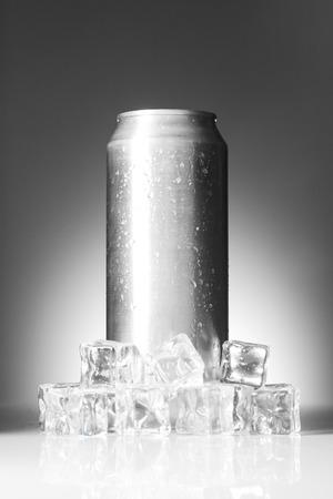 aluminium: Drink in aluminium can