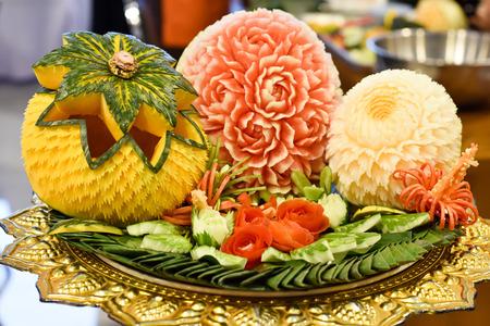 果物、野菜の彫刻の彫刻
