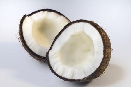 sur fond blanc: De noix de coco sur fond blanc Banque d'images