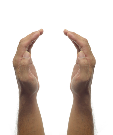 manos: -Proteger la mano del hombre gesto en el fondo blanco