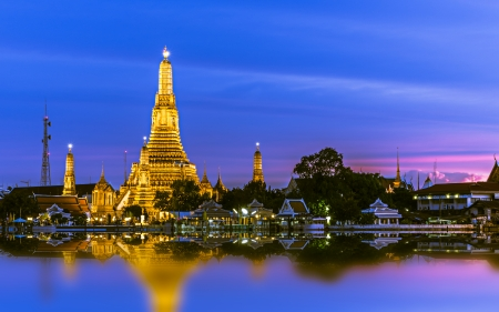 wat arun: Wat Arun (Temple of Dawn), Bangkok, Thailand. Stock Photo