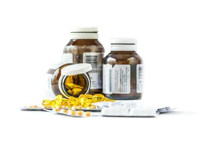 Nahrungsergänzung Kapseln und Container. Vielfalt der Drogen Pillen, isoliert auf weißem Hintergrund Standard-Bild - 28099053