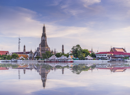 wat arun: Wat arun in  evening , Bangkok, Thailand