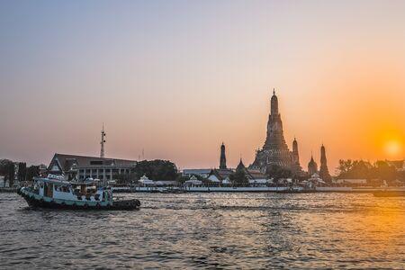 wat arun: WAT ARUN : Landmark of Bangkok,Thailand