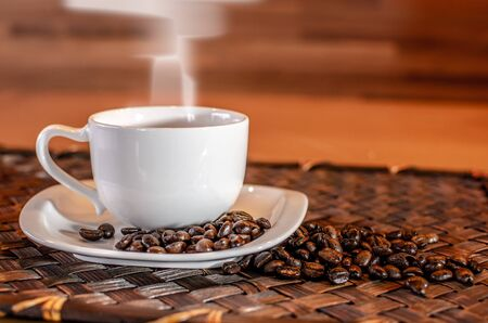 Cup of hot Coffee with smoke and coffee bean on wooden table Standard-Bild - 126962905