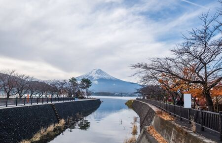Mt.Fuji in the  morning, View from Kawaguchiko lake Yamanashi, Japan Standard-Bild - 130673179