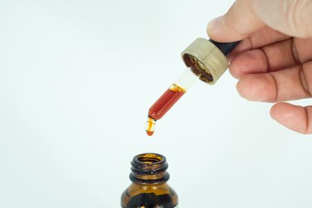 cough: Gotas de líquido en la botella