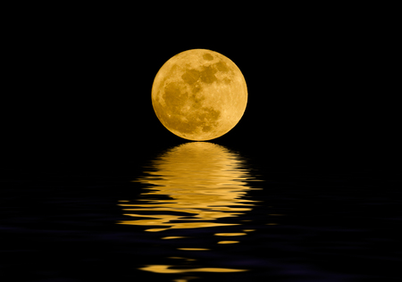 Full moon over night water 版權商用圖片