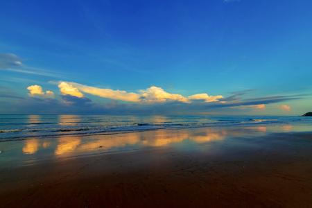 vista sul mare tropicale al mattino, Thailandia