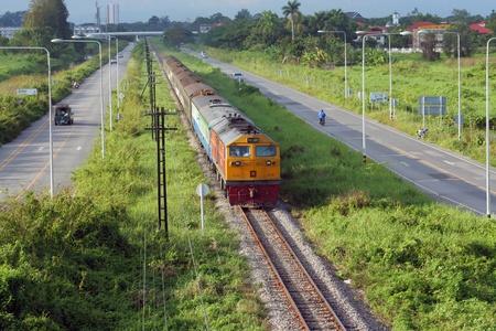 treno espresso: Ge locomotiva, speciale treno espresso da chiangmai a bangkok