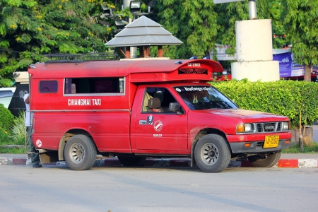 チェンマイ市の赤のタクシー、タイの呼び出しセルヴィ教会歌 taewhiangmai