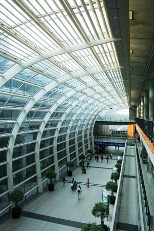 Walk area between terminal 1 and 2, hongkong airport Editoriali