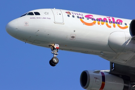Close up of HS-TXC Thaismile airline.