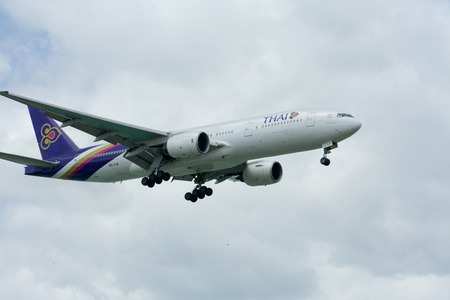 comercial: HS-TJF of Boeing 777-200 Thaiairway, Photo from chiangmai airport