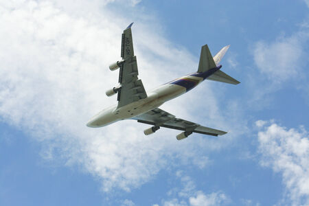 747 400: HS-TGH di Boeing 747-400 Thaiairway, Foto dall'aeroporto di Chiangmai Editoriali