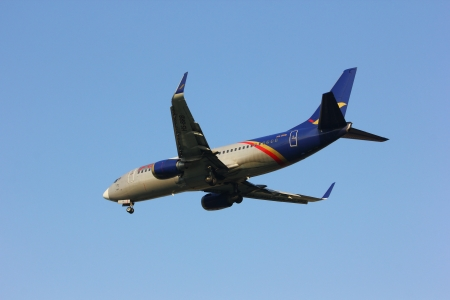 comercial: HS-BRB Boeing 737-300 of Orient Thai Airlines, landing to chiangmai airport, thailand