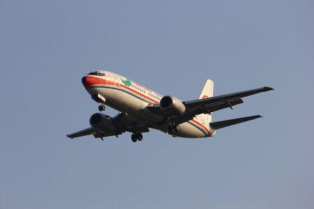 boeing 747: Boeing 737-300 della compagnia aerea Cina orientale, l'aeroporto di Chiangmai, Thailandia Editoriali