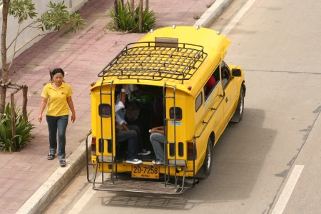 yello: Yellow taxi, chiangmai city to rural district, thai call song taew